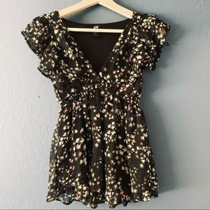 H&M V-Neck Butterfly Sleeves Floral Blouse Sz 2